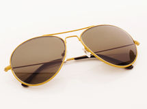 查出的太阳镜空白黄色 免版税库存图片