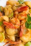 查出的意大利厨房意大利面食路径虾白色夏南瓜 免版税库存照片