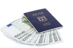 查出的护照 免版税库存图片