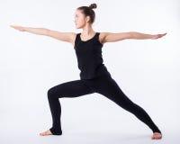 查出的模型部分姿势摆在系列多种战士白人妇女瑜伽年轻人 这是一系列的各种各样的瑜伽姿势的一部分由这个模型,隔绝在白色 免版税库存图片
