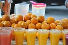 查出的汁液橙色白色 图库摄影