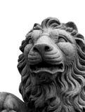 查出的狮子雕塑 免版税库存照片
