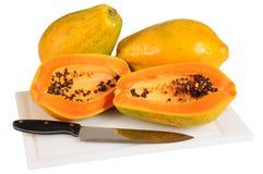查出的番木瓜 免版税图库摄影