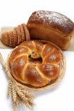 查出的种类的新鲜面包。 免版税库存图片