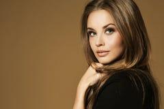 查出的纵向白人妇女美妙的年轻人 图库摄影