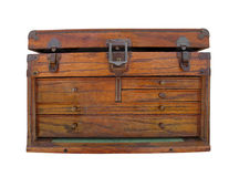 查出的老木工具箱。 免版税图库摄影