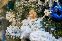 查出的背景圣诞节戏弄结构树白色 免版税库存照片