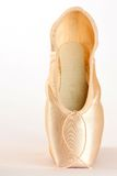 查出的芭蕾穿上鞋子白色 免版税库存图片