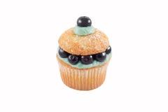 查出的蓝莓杯形蛋糕 免版税库存照片