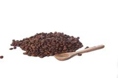 查出的豆咖啡 免版税库存照片