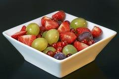 查出的水果沙拉 免版税库存图片