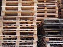 查出的货盘回报空白木 免版税图库摄影