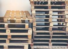 查出的货盘回报空白木 免版税库存图片