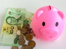 查出的piggibank粉红色 免版税库存图片