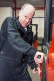 查宁在铲车的一个轮胎 免版税库存照片