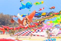 查家上午海滩- 3月9日:第15个泰国国际风筝节日 免版税图库摄影