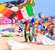 查家上午海滩- 3月9日:第15个泰国国际风筝节日 库存照片