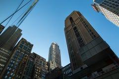 查寻和办公楼看法在纽约 免版税库存照片