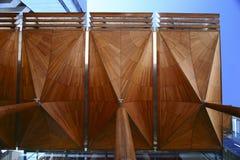 查寻奥克兰美术馆远井o TÄ  maki树状的机盖结构天花板,新西兰 免版税图库摄影
