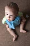 查寻男婴的地毯 免版税库存图片