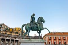 查尔斯国王雕象III在那不勒斯,意大利 库存图片