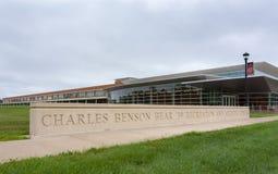 查尔斯本雄熊在Grinell C校园里的娱乐中心  免版税图库摄影