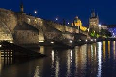 查尔斯桥梁晚上视图  免版税图库摄影
