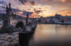 查尔斯桥梁,布拉格,捷克的著名偶象图象 C 免版税库存图片