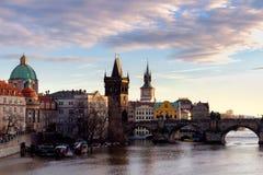 查尔斯桥梁, Moldau河,一点镇,布拉格城堡,布拉格(联合国科教文组织),捷克共和国 免版税库存图片