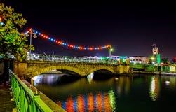 查尔斯邓肯ONeal桥梁和议会大厦在布里季敦,圣诞节的巴巴多斯 库存图片