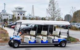 查尔斯顿港口手段&小游艇船坞舒展高尔夫车 免版税库存图片