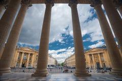 查找万神殿巴黎的列 免版税库存照片