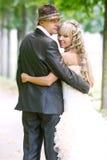 查找他们的婚礼的回到夫妇日 库存图片