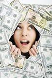 查找在货币bacground的妇女trought漏洞 免版税库存图片