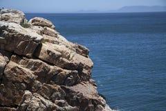 查找在错误海湾,开普敦的峭壁 图库摄影