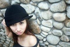 查找浏览器的亚裔冷静女孩 图库摄影