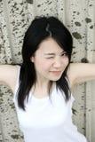 查找浏览器的aat亚裔逗人喜爱的女孩 免版税图库摄影