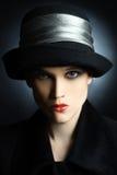 查找纵向妇女的美丽的方式帽子 免版税库存图片