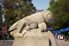 查普特佩克公园标志蚂蚱chapulin雕塑DF墨西哥 库存照片