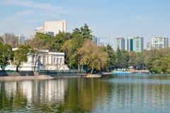 查普特佩克公园的湖在墨西哥DF 免版税库存图片