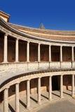 查理五世宫殿的庭院在阿尔罕布拉宫,格拉纳达,西班牙 库存图片