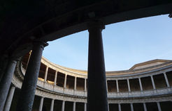 查理五世宫殿的庭院阿尔罕布拉宫宫殿的,格拉纳达 库存图片