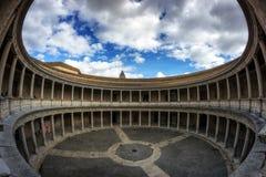 查理五世宫殿的庭院  免版税库存照片