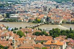查理大桥和中央布拉格,捷克 免版税库存图片