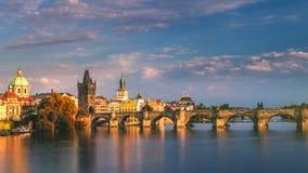 查理大桥在老镇布拉格,捷克 免版税库存照片