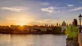 从查理大桥的看法在日出timelapse期间的布拉格,波希米亚,捷克 影视素材