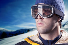 查看山的滑雪者 库存图片