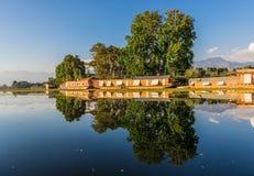查谟、克什米尔和拉达克-蓝天和白色山 免版税库存图片