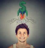 查寻与火箭在头上的美元的符号的愉快的年轻人 库存照片