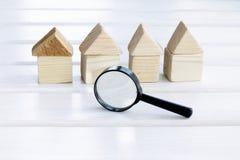 查寻个体房子 免版税库存图片